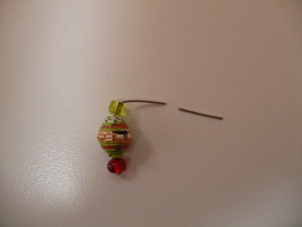 headpin wire with small glass bead small magazine bead and another small glass bead