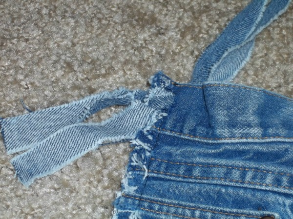 Attaching handle to blue jeans bag