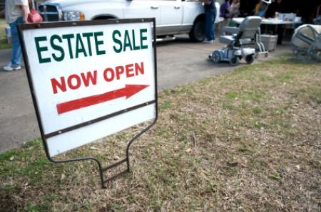 A sign announcing an estate sale.