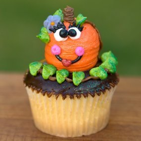 Halloween cupcake with pumpkin decoration.