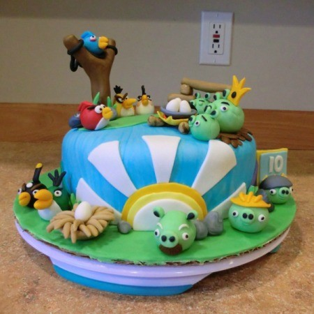 Full photo of Angry Birds cake.