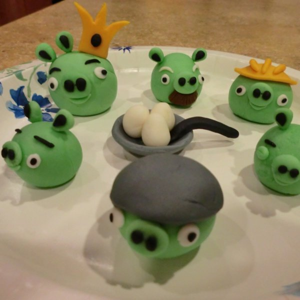 The pigs for the Angry Birds cake.