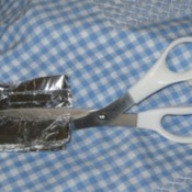 Picture of sharpening scissors with aluminum foil.
