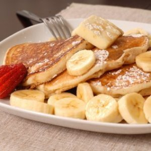 Pancakes with sliced bananas and powdered sugar.