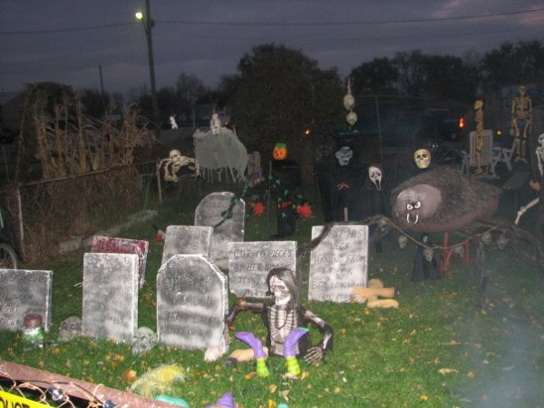 yard decorated for halloween - How To Decorate Your Yard For Halloween
