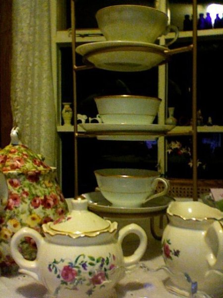 China tas set and cups on stand