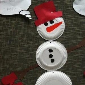 A paper plate snowman.