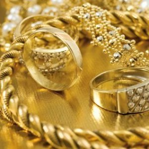 CLEANING GOLD JEWELRY