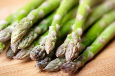 asparagus on wood cutting board