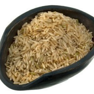 Scoop of brown rice. Freezing brown rice.