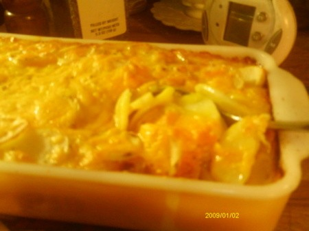 Cheesy sliced potatoes baked in the oven.
