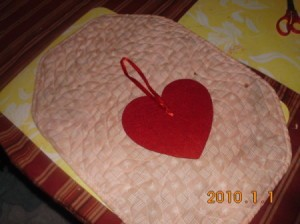 Center heart with ribbon hanger.