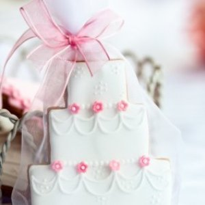 A fancy cookie wedding favor.