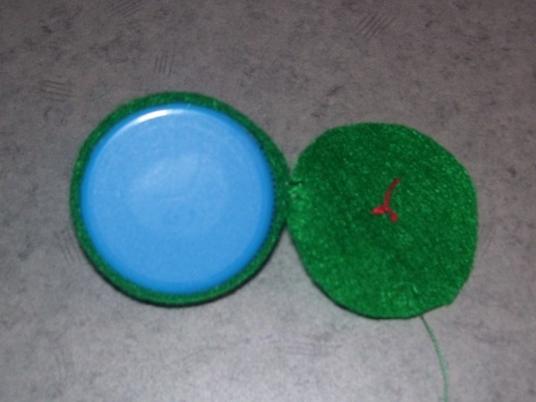 Funny Frog Valentine - Bottle cap and green felt circle.