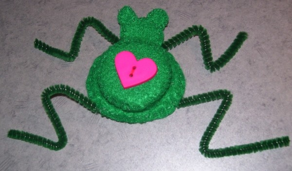 Funny Frog Valentine - Shaped pipe cleaner legs.