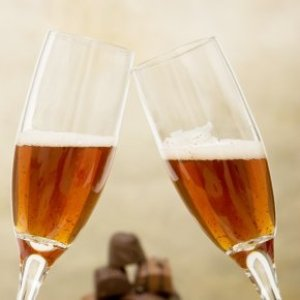 Make Your Own Sparkling Apple Cider, Two glasses of sparkling apple cider.
