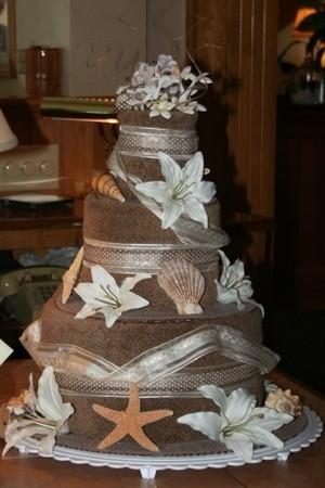 A beach towel wedding cake.