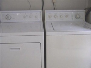 A white washer and dryer.