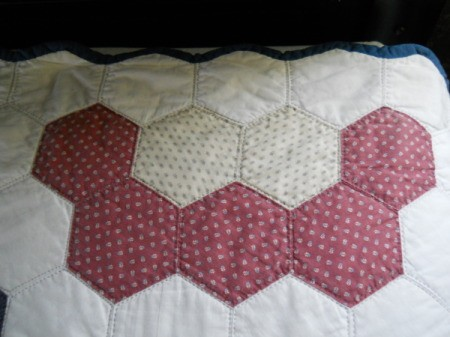 Flower Garden Quilt: partial flower block to finish top and bottom edges.