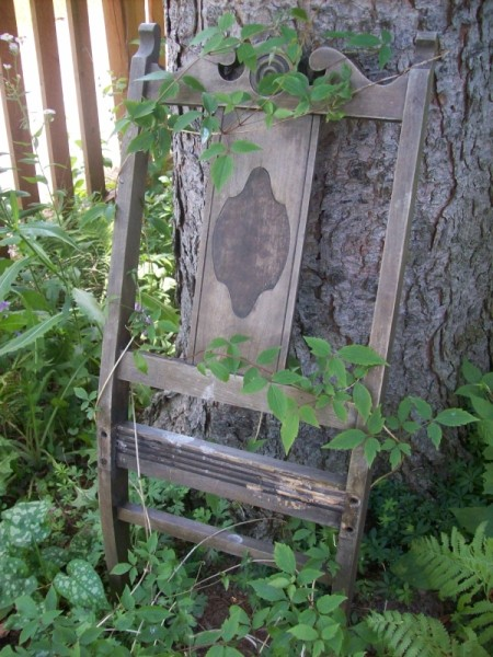 Creative Garden Trellis Ideas Thriftyfun, Chair And Trellis