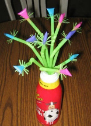 Straws that have flower shapes on the end, as a gift.