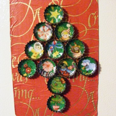 bottlecap christmas tree magnets make christmas decorations by recycling - Recycled Christmas Decor