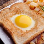 Egg cooked in middle of bread slice.