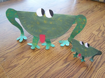 large and small green paper plate frogs