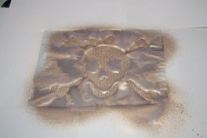 The pirate skull template entirely painted in gold.