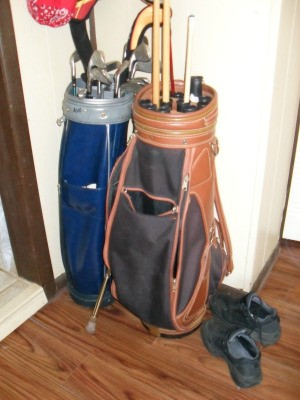Golf Bag with Pool Cues in it
