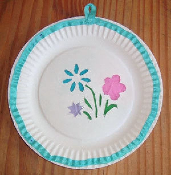 Decorated Mother's Day paper plate.