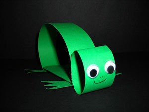 Paper Strip Turtle - green strip turtle with googly eyes