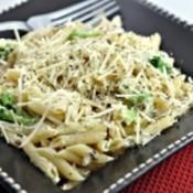 A plate of creamy chicken pasta.