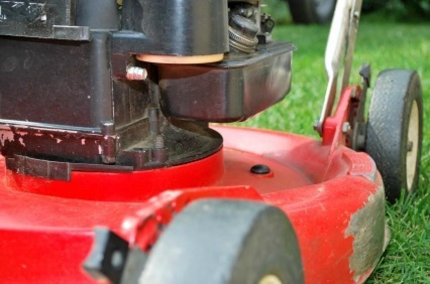 Fixing a Lawn Mower That Won't Start | ThriftyFun