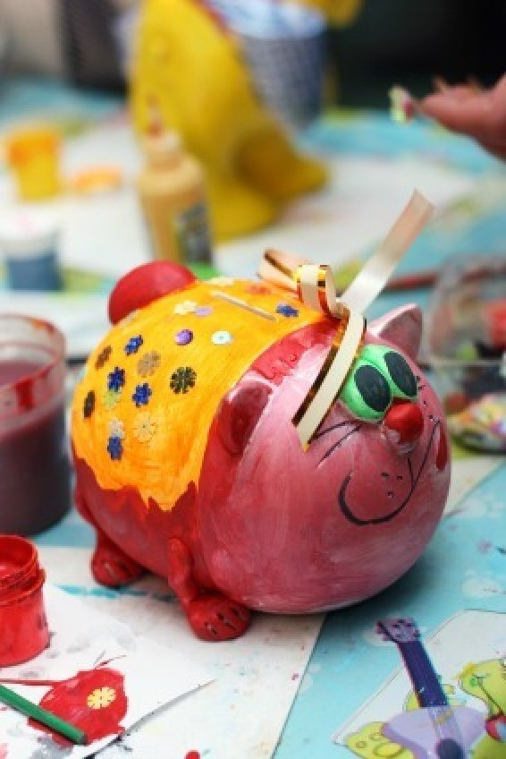 Homemade piggy bank crafts thriftyfun for How to make a piggy bank you can t open