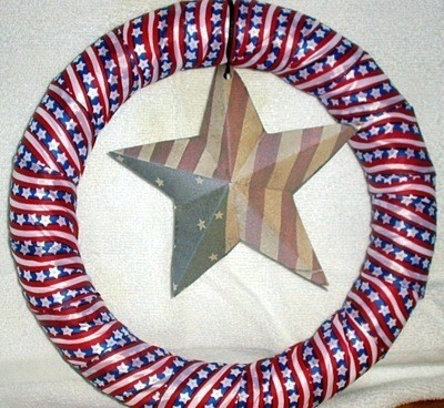 Star added to center of wreath.