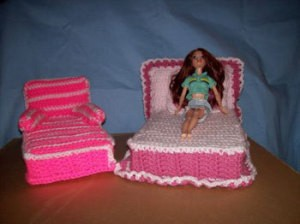 Barbie's Crocheted Bedroom Set -Chaise lounge.