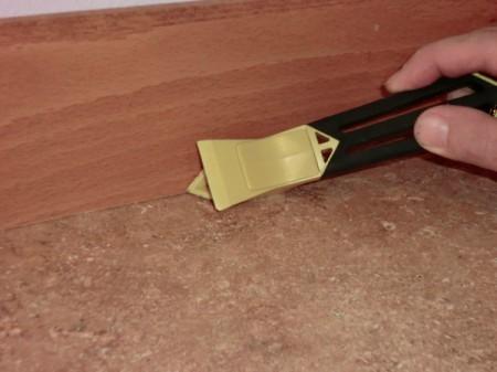 caulk removing tool