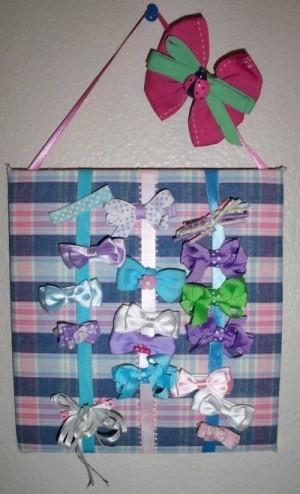 Hanging hair bow board.