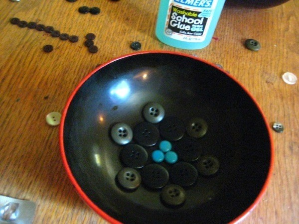Arranging buttons.