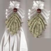 Venetian Leaf Crocheted Towel Topper
