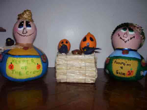 Gourds painted to look like farmers.