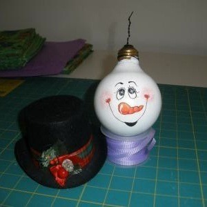 Vanity Lightbulb Snowman - painted bulb