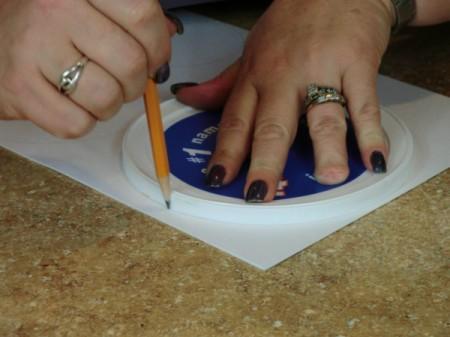 tracing a plastic lid