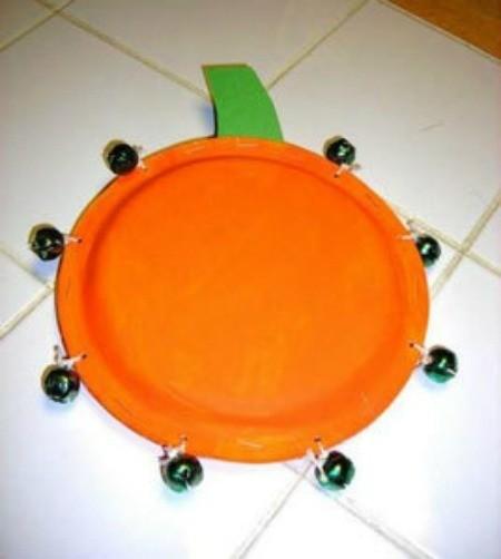 Paper plate tambourine. & Paper Plate Pumpkin Tambourine | ThriftyFun