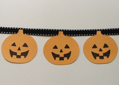 A pumpkin garland for Halloween