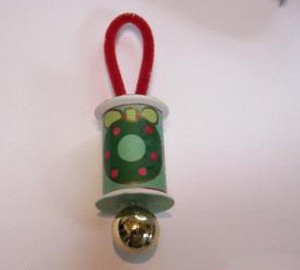 Ornament with wreath motif paper.