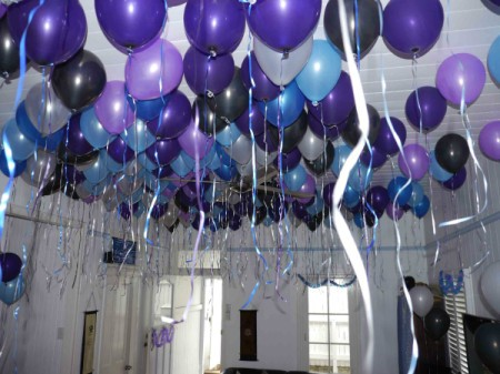 Party balloon ideas thriftyfun for Helium balloon decoration
