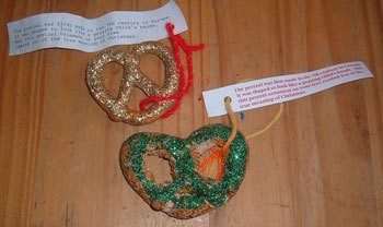 Pretzels decorated with glitter and tied with the paper tag.