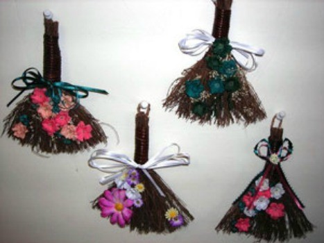 crafts made with brooms - Christmas Broom Decoration